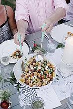 Mensch,Menschen,Party,Salat,Garten,Tisch