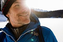 Portrait,Mann,bedecken,Landschaft,Close-up,reifer Erwachsene,reife Erwachsene,wandern,Sonnenlicht,Schnee