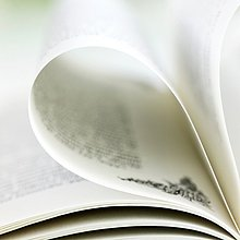Detail,Details,Ausschnitt,Ausschnitte,Biegung,Biegungen,Kurve,Kurven,gewölbt,Bogen,gebogen,Buch,offen,Close-up,Taschenbuch,gefaltet,Page
