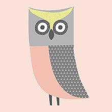 Niedliche Illustration einer pinkfarbenen, grauen und grünen Eule