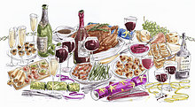 Gedeckter Weihnachtstisch mit Essen und Wein