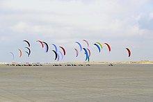 Kitebuggys auf Sandstrand, Sankt Peter-Ording, Nationalpark Schleswig-Holsteinisches Wattenmeer, Nordfriesland, Schleswig-Holstein, Deutschland, Europa