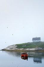 Leeres Ruderboot auf dem Wasser, Peggy s Cove, Nova Scotia, Kanada