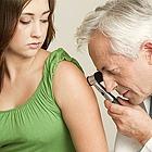 Nette Sprechstundenhilfen und ein kompetenter, sympathischer Arzt sind das beste Rezept gegen die Wehwehchen der großen und kleinen Patienten. Und doch... auch Ärzte sind nur Menschen!
