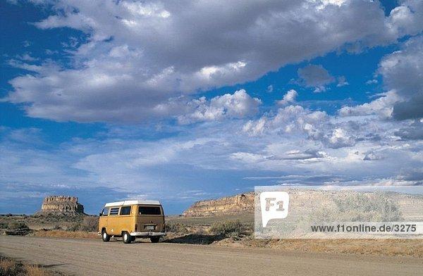 Camper van verschieben auf unasphaltierten Straße  New Mexico  USA Camper van verschieben auf unasphaltierten Straße, New Mexico, USA