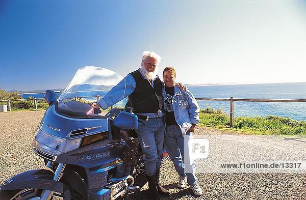 Paar mit Motorrad  Queensland  Australien