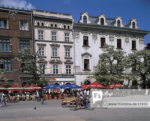 Menschen am Marktplatz  Main Market Square  Krakow  Polen