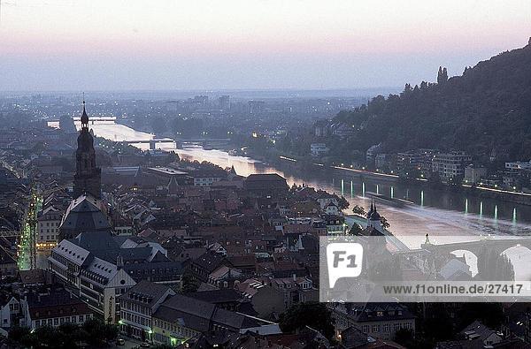 Erhöhte Ansicht der Fluss  Neckar  Tübingen  Baden-Württemberg  Deutschland