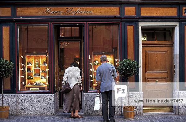 Paar an einen Speicher  Zürich  Schweiz