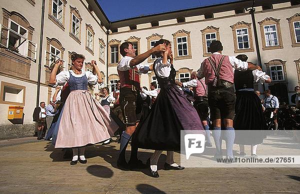 Frau Mann Tradition tanzen Kostüm - Faschingskostüm Österreich Verkleidung Salzburg