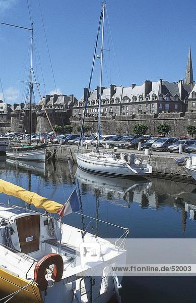 Boote im Hafen  St Malo  Bretagne  Frankreich