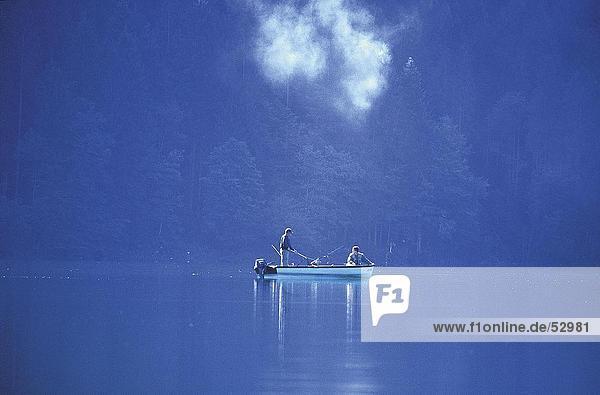 Zwei Männer Angeln im See