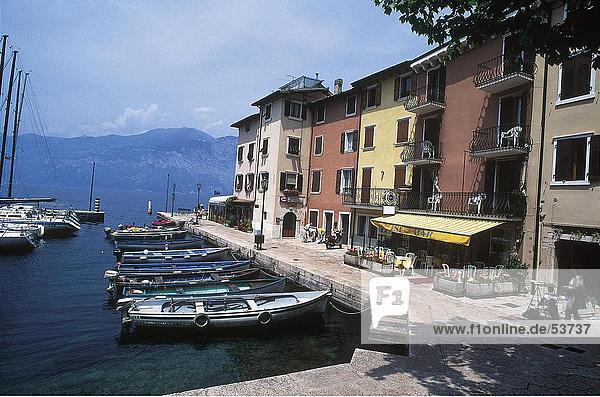 Boote im Hafen  Gardasee  Porto di Berenzone  Veneto  Italien