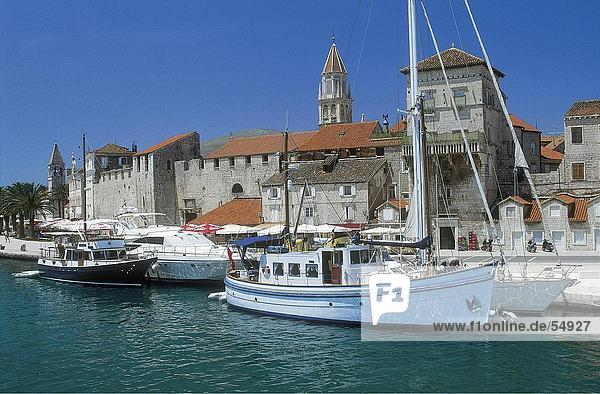 Boote im Hafen  Trogir  Mitteldalmatien  Kroatien