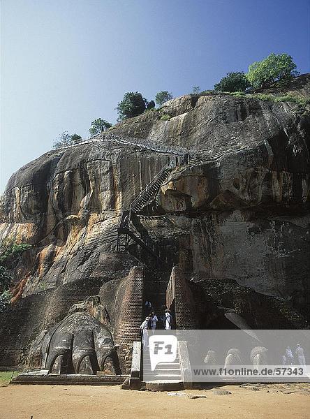 Touristen am Eingang der Festung Sigiriya Rock Festung Sigiriya  Sri Lanka