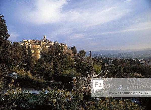 Stadt auf einem Hügel  Provence  Saint Paul De Vence  Cote d ' Azur  Frankreich