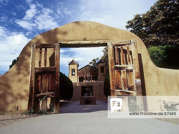 Adobe Eingang der Kirche  Santa Fe  Santa Fe  New Mexico  USA