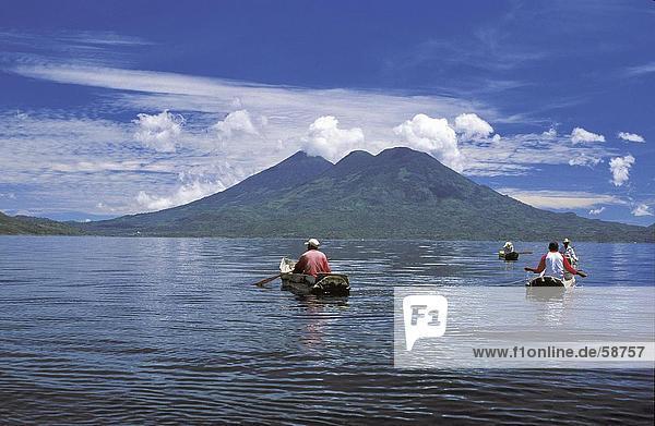 Menschen Angeln im See  Lake Atitlan  Guatemala