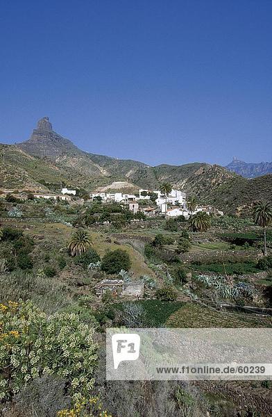 Berg Gebäude Hintergrund Dorf Berggipfel Gipfel Spitze Spitzen Kanaren Kanarische Inseln Gran Canaria Roque Bentaiga Spanien