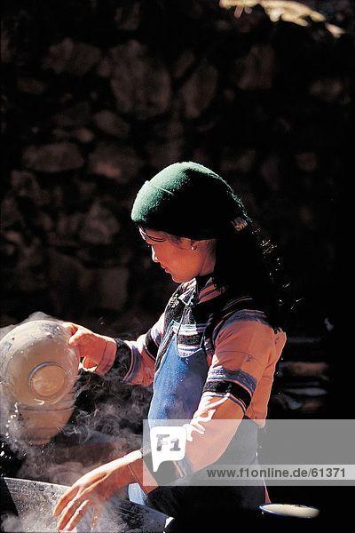 China  Hani Ethnisches Erscheinungsbild  Frau Abwasch