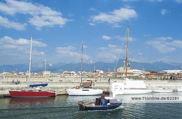 Boote im Hafen  Viareggio  Toskana  Italien