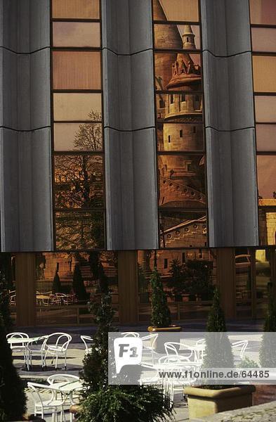 Reflexion der aufbauend auf Fenster-Glas  Budapest  Ungarn
