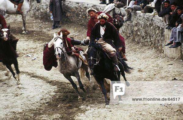 Afghanische Reiter Spielen traditionelle sport Buzkashi  Kabul  Afghanistan