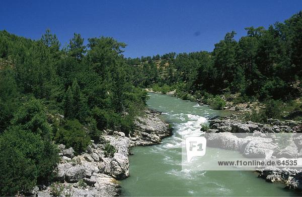 River durch Landschaft  Taurus-Gebirge  Türkei