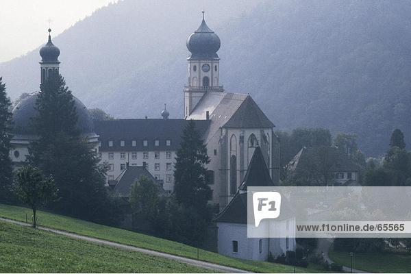 Kirche auf dem Hügel  St. Trudpert  Münstertal  Schwarzwald  Baden-Württemberg  Deutschland