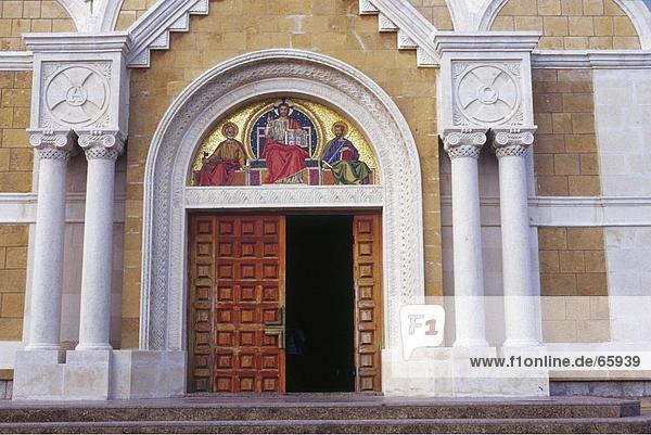 Fassade der Kirche  Basilika von St. Paul  Harissa  Libanon