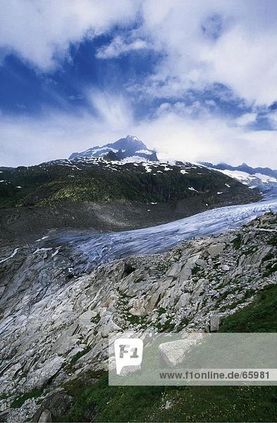 Wolken über Berg  Rhonegletscher  Wallis  Schweiz