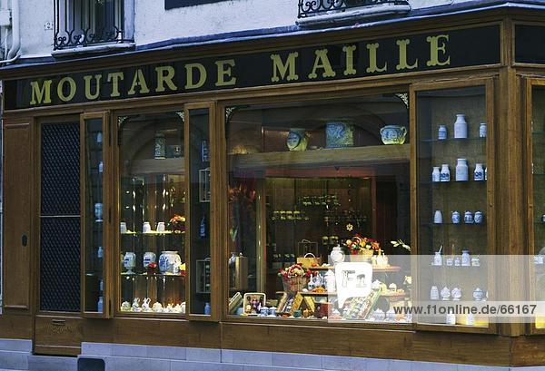 Fensteranzeige der Keramik Shop  Dijon  Departement Côte-d ' or  Frankreich