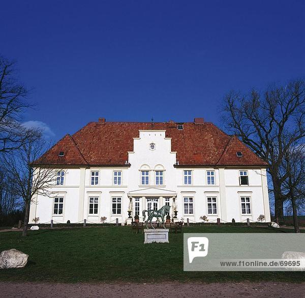 Skulptur Wohnhaus frontal Deutschland