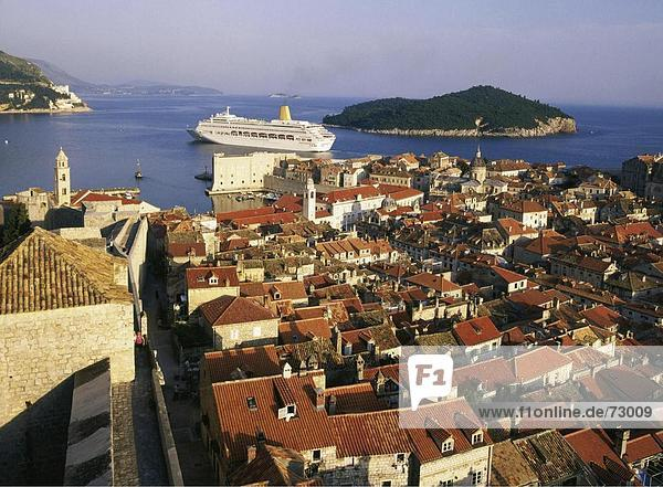 10435933  Dächer  Dalmatien  Dubrovnik  Island  Insel  Kreuzfahrtschiff  Schiff  Kroatien  Küste  Überblick