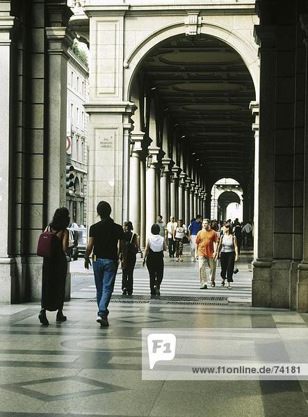 lösen  10609840  Straße  Italien  Europa  Menschen  kein Modell einkaufen  Turin  via Roma  Arkaden