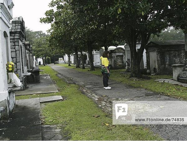 10630651  Christentum  Familie Gräber  Frau  Friedhof  Gräber  Gräber  Grabsteine  Louisiana  New Orleans  Religion  USA  Ame