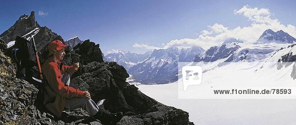 10652226  alpine  Alpen  Ansicht  Berge  Bergsteigen  Sport  Mountainbike  Wandern  Berner Oberland  Rock  Klippe  Frau  Gspalt