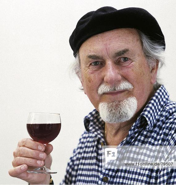 10760899  Alter  alte Person  Emotion  Lebensmittel  Ernährung  Essen  Essen  Frankreich  Europa  Gefühl  Emotionen  Vergnügen  Getränk  GAP  Tuch