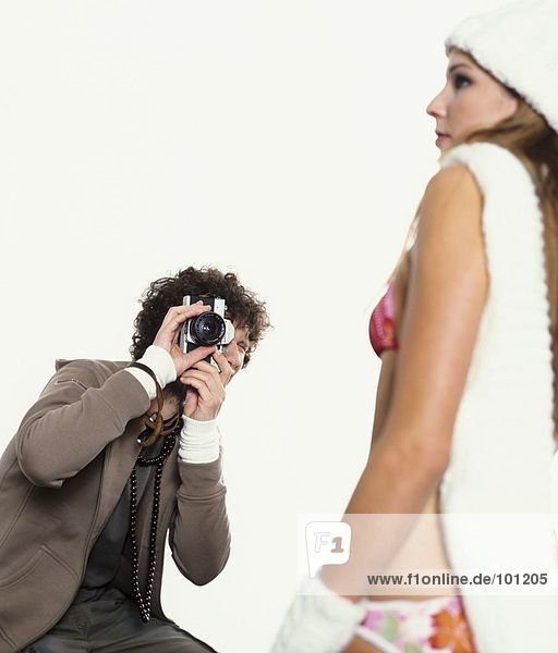 Mann machen ein Foto der Frau