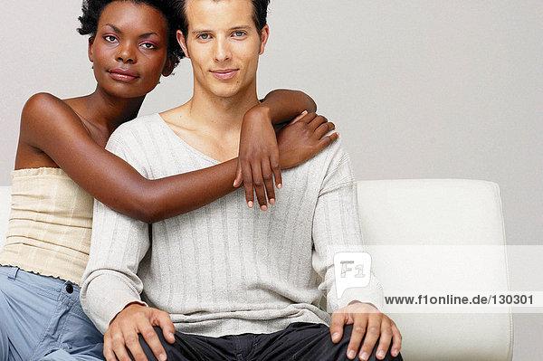 Mann und Frau nahe beieinander