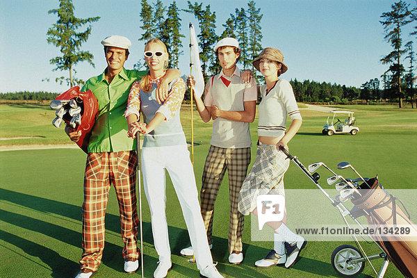 Freunde am Golfplatz