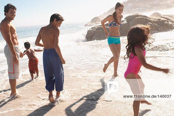 Familie im Sommerurlaub