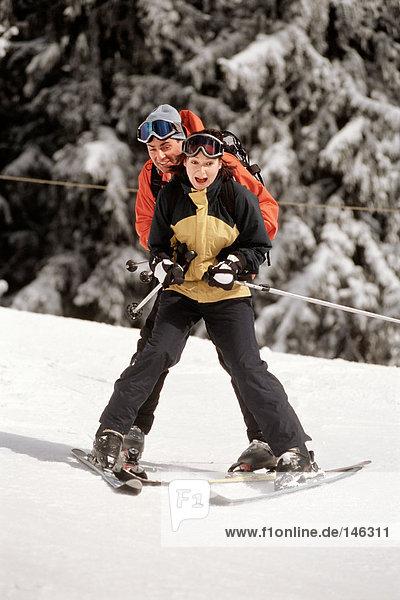 Paar im Skiurlaub
