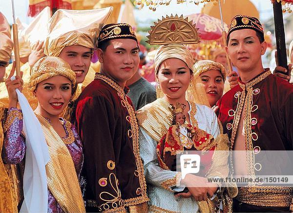 Portrait von Tänzern lächelnd in Festival  Sinulog Festival  Cebu  Philippinen
