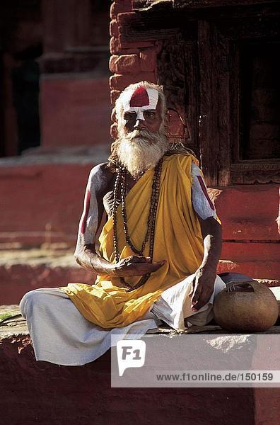 Sadhu sitzen und beten  Kathmandu  Nepal