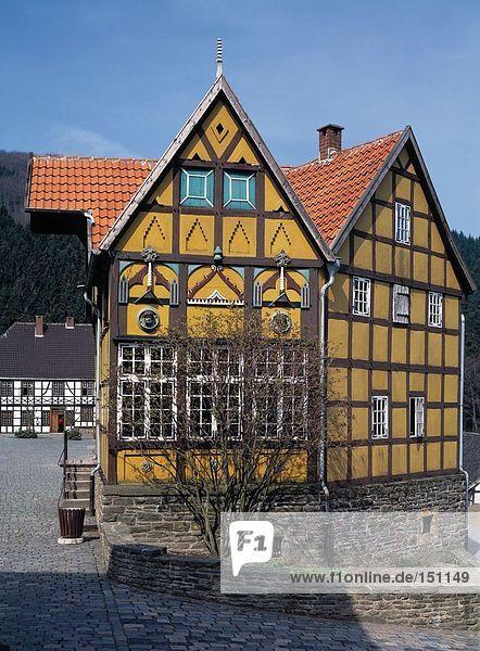 Halbe Fachwerkhaus durch Hedge  Deutschland