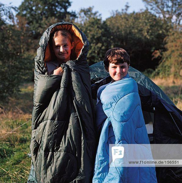 Kinder im Schlafsack