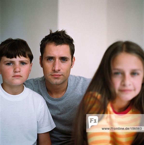 Porträt des Vaters mit Kindern