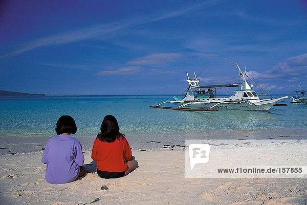Menschen am Strand  Boracay  Philippinen