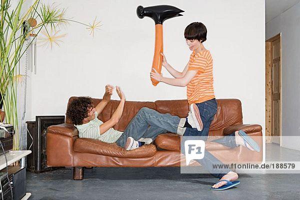 Paarspiel mit aufblasbarem Hammer